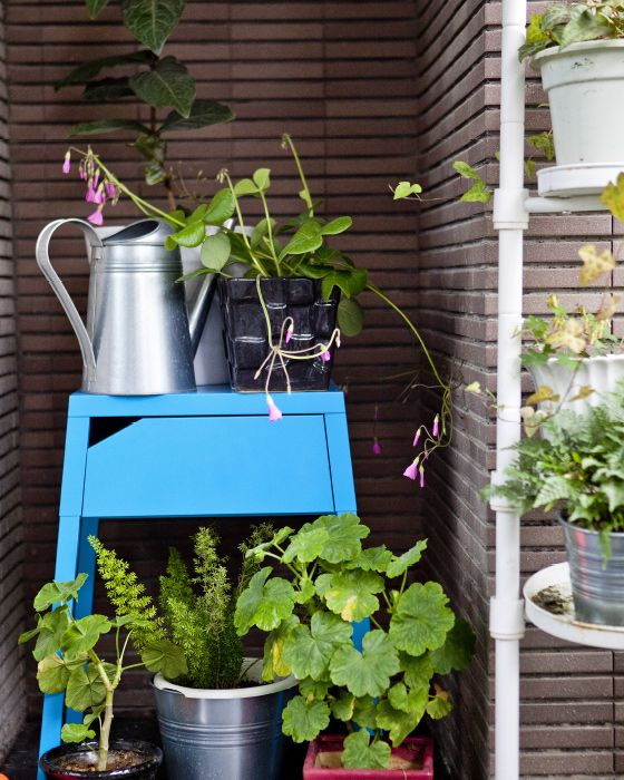 Brighten up a concrete balcony with vibrant furniture and accessories  #IKEAIDEAS