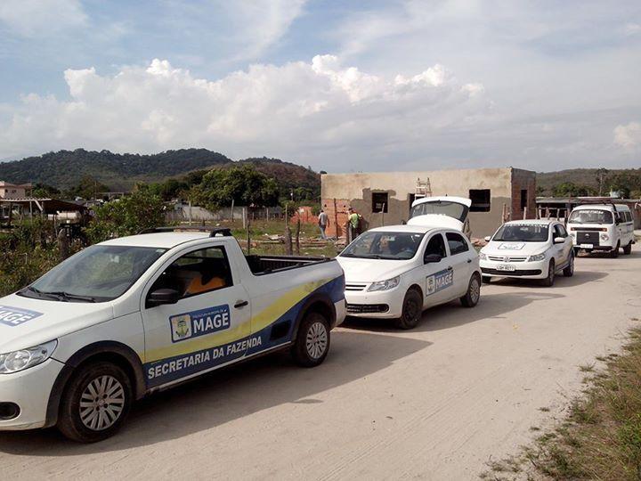 Fiscalização de Magé em operação para evitar uma invasão de área pública, em Mauá - 27/03/2014