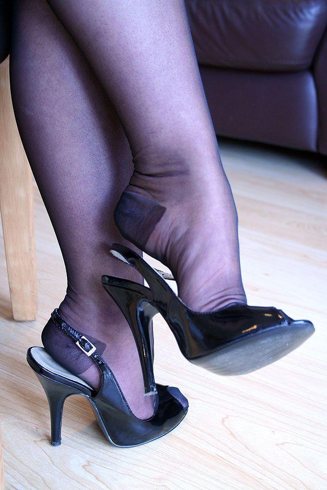 High heel dangle on the london underground train 5