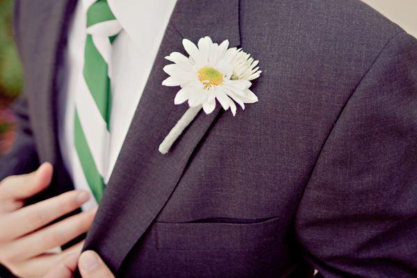 Margaritas para él. #boda #boutoniere #margaritas