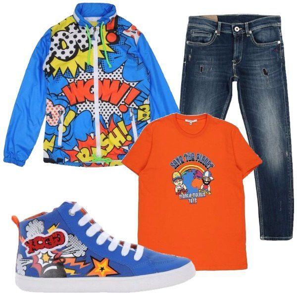 Il jeans blu lavaggio scuro ha il taglio diritto e piccoli strappi foderati. Li abbiniamo alla t-shirt arancione carico con stampa colorata e al giubbino impermeabile azzurro con fantasia fumettistica. Per completare scarpe sportive alte azzurre con stampa colorata che richiama anch'essa i fumetti.