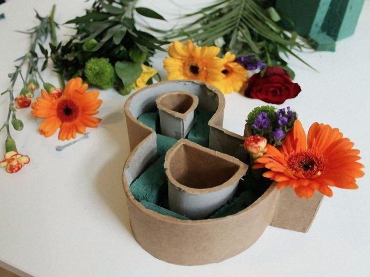 DIY-Anleitung: Buchstaben-Blumengesteck selber machen via DaWanda.com