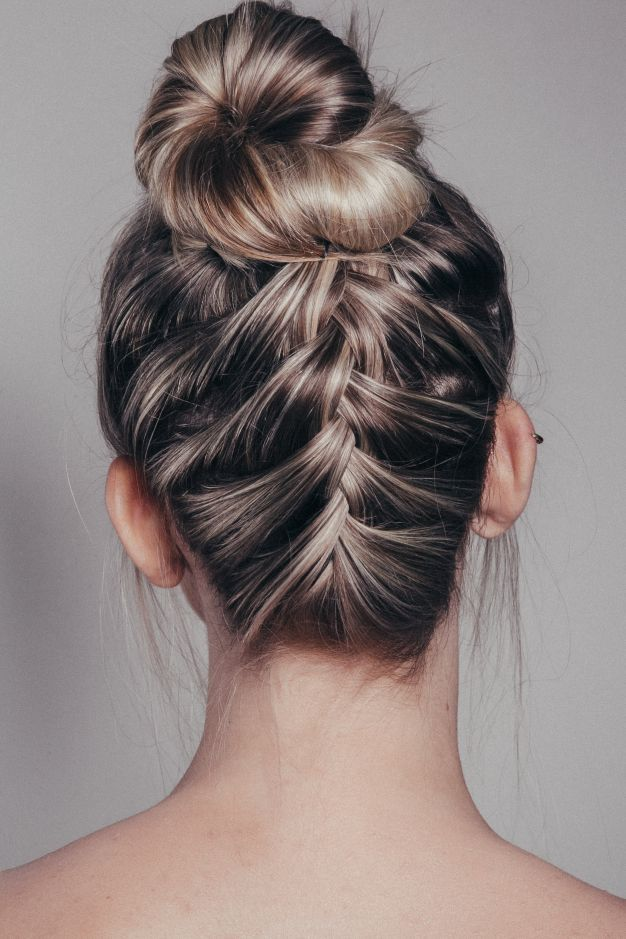 Além de fácil e rápido, este penteado deixará você super linda, moderna e fashion. Confira e arrase!
