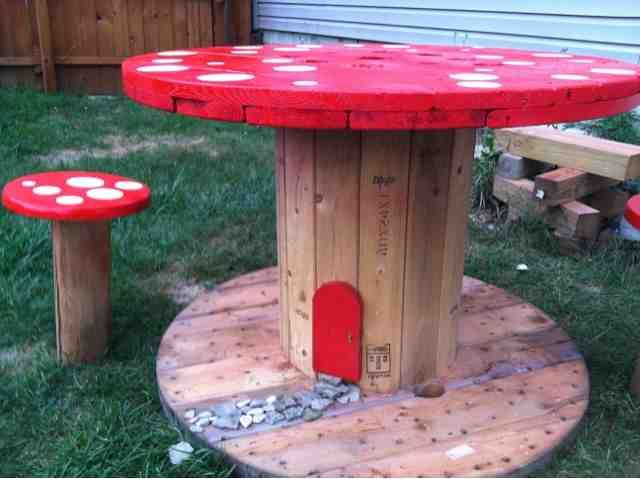 BargainFun: Toadstool table and stools