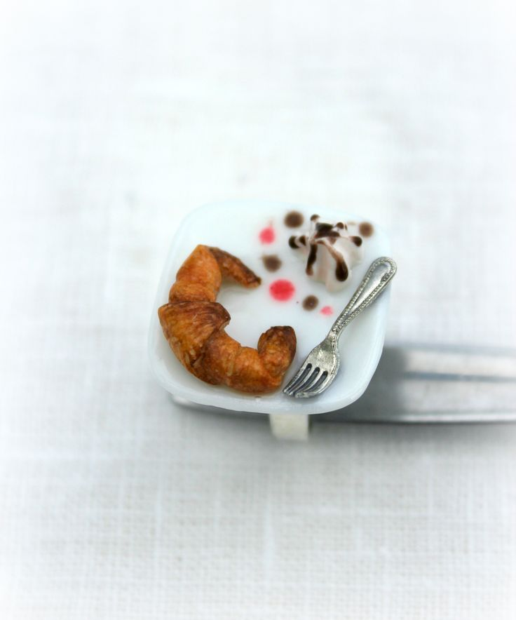 Anillo merienda de croissant y nata. #fimo #handmade #jewellery #ring #croissant #minifood