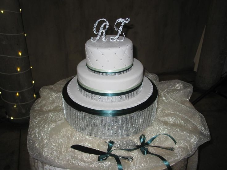 Wedding cake  green & bling