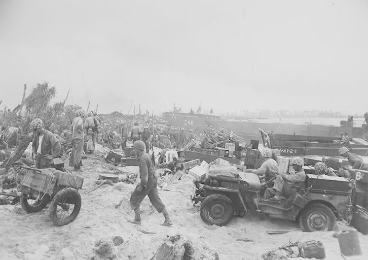 Marines and Jeeps hit the beach                                                                                                                                                                                 Mais