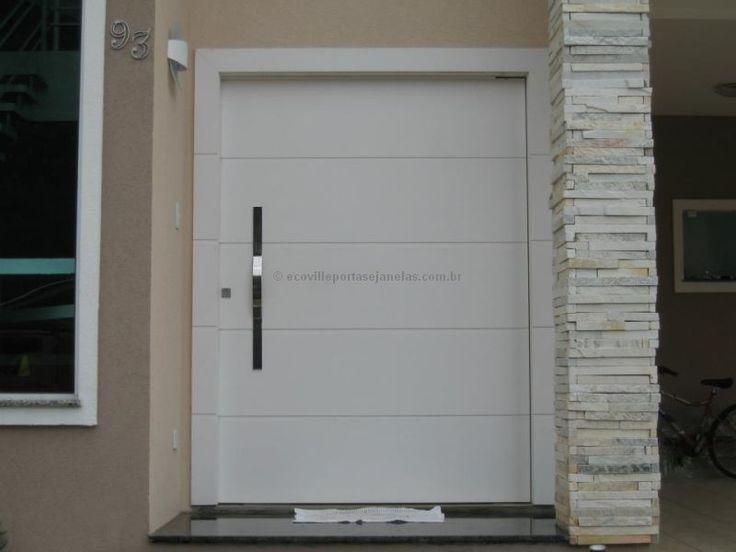 Porta pivotante com estrutura de ferro no interior, revestido com chapa ultra resistente - Ecoville Portas Especiais