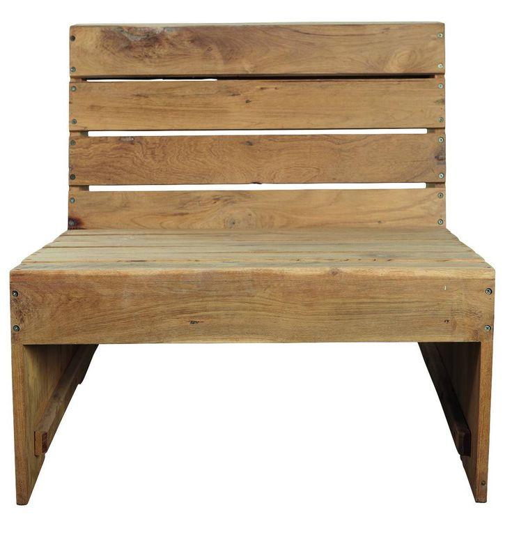 House doctor Woodie Loungestol - Moderne loungestol udført i et rustikt og enkelt design. Loungestolen er fremstillet i holbart teaktræ, som både et et kvalitets-materiale samt har et lækkert og naturligt udseende. Anvend denne rå og cool loungestol på terrassen eller i sommerhaven og sammensæt f.eks. 2 stole og skab en smart bænk. Kombiner ligeledes med et flot loungebord fra samme serie og fuldfør den rustikke og naturlige stil.