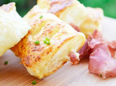 Einfach zubereitetes Käse-Schinken Blätterteig Päckchen-Rezept, das super zum #Apéro passt, als Vorspeise oder auch als Snack für zwischendur...
