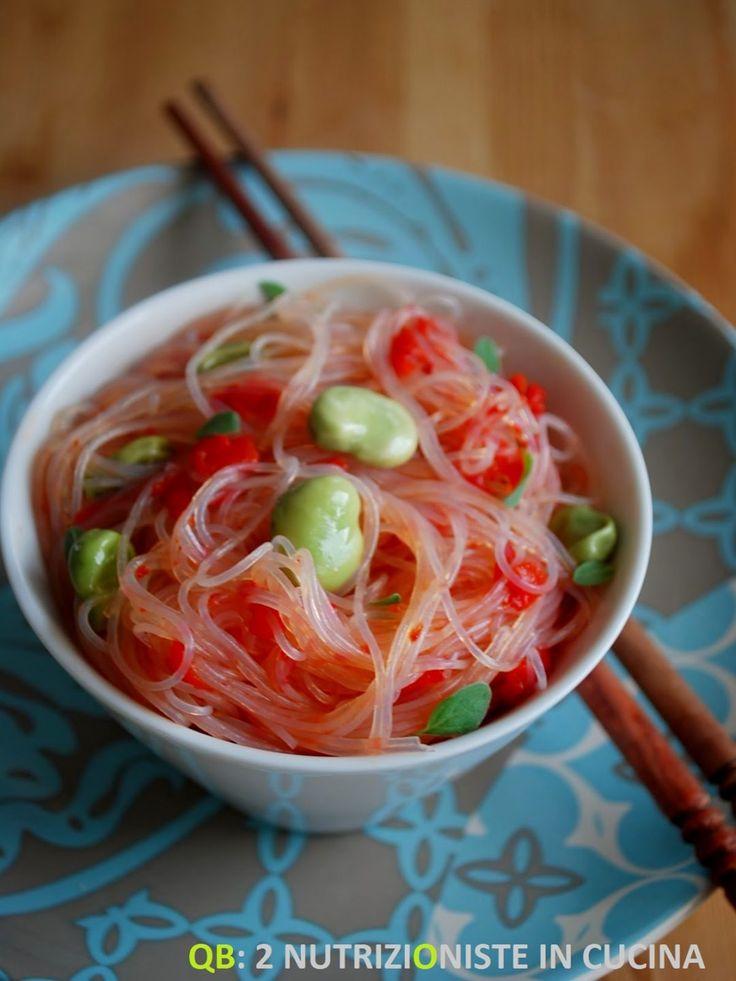 Spaghetti di soia con fave e peperoni rossi