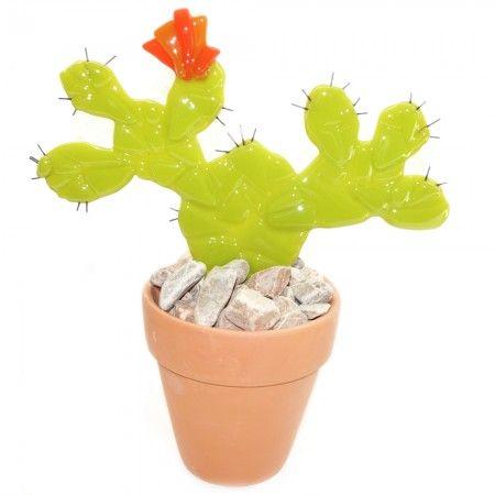Groene glazen cactus met oranje bloem. Cactus van glas decoratie.