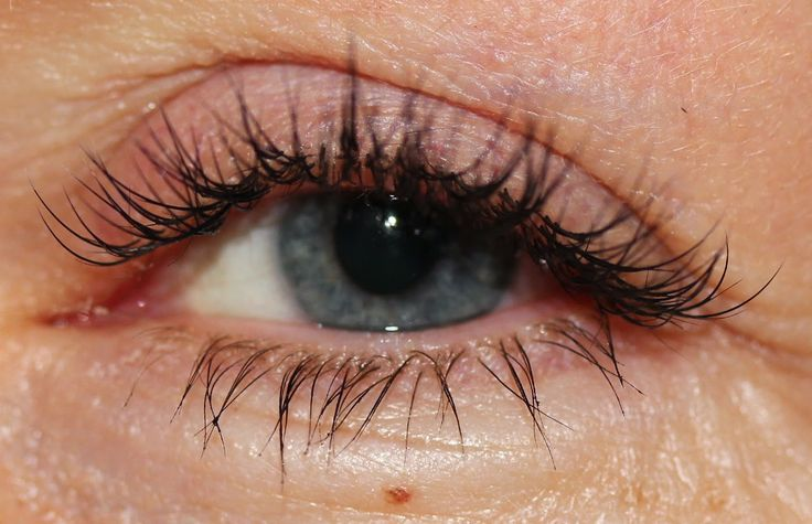 Lash extensions; thickness 0,15mm and max. length 13mm (Lower lashes done with Cry Baby semi permanent mascara)