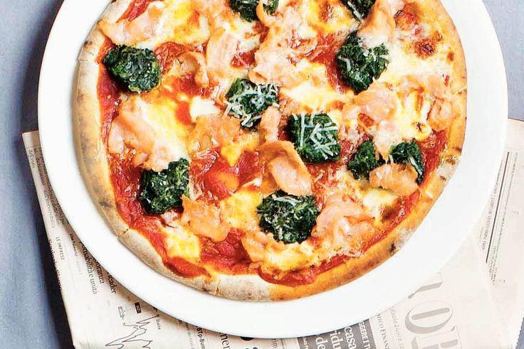 Kijk wat een lekker recept ik heb gevonden op Allerhande! Pizza zalm en spinazie