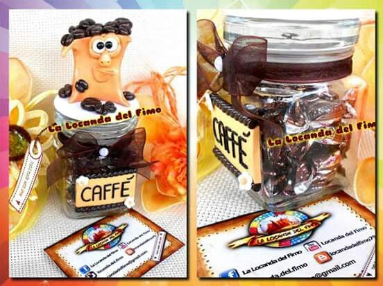 grazioso vasetto in vetro porta caffè con decorazione superiore in fimo e caramelline al gusto di caffè all'interno. ottimo come idea regalo