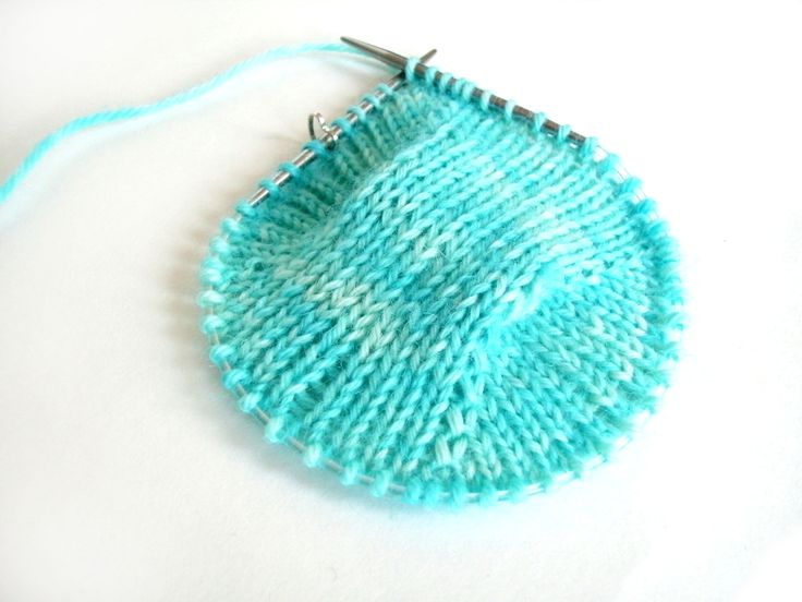 Knitted Sock Patterns On Circular Needles : 17 Best images about knitting technique on Pinterest Yarn colors, Stitches ...