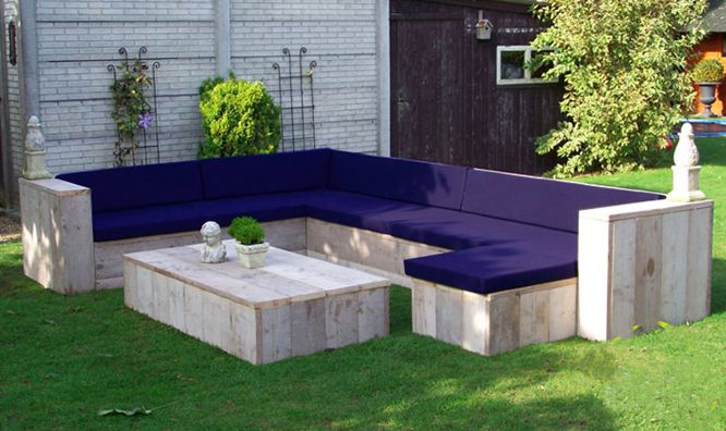 Zelf een steigerhouten loungeset maken? Geen gek idee! Lees hier enkele tips.
