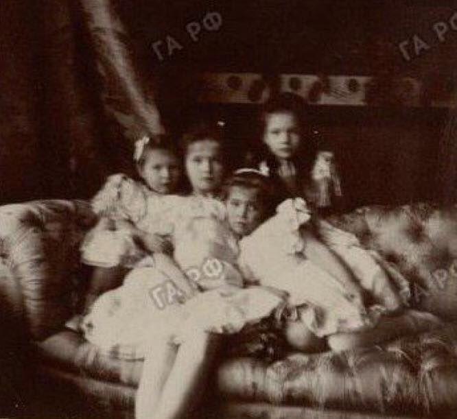 sisters, 1904