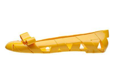 Misez sur l'originalité avec cette paire ballerine jaune kartell! #Leguide.com
