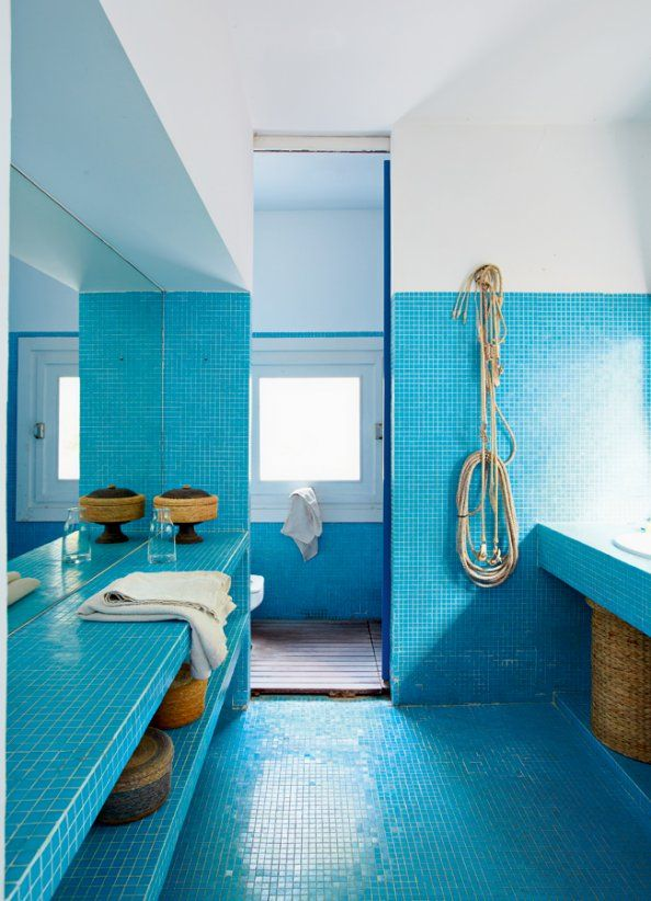 house in Cadaqués that really should be mine.: Bathroom Design, Blue Tile, Interiors Design, Mary Claire, Amazing Bathroom, Blue Bathroom, Design Blog, Costa Brava, Design Bathroom