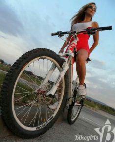 Vélo pour balade avec jolie femme du 71 sur www.velocustom.eu
