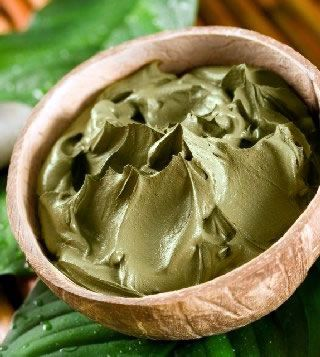 Opravdu skvělá, hlubokočisticí a detoxikační maska, která při pravidelném používání působí proti akné a detoxikuje pleť. Recept:...