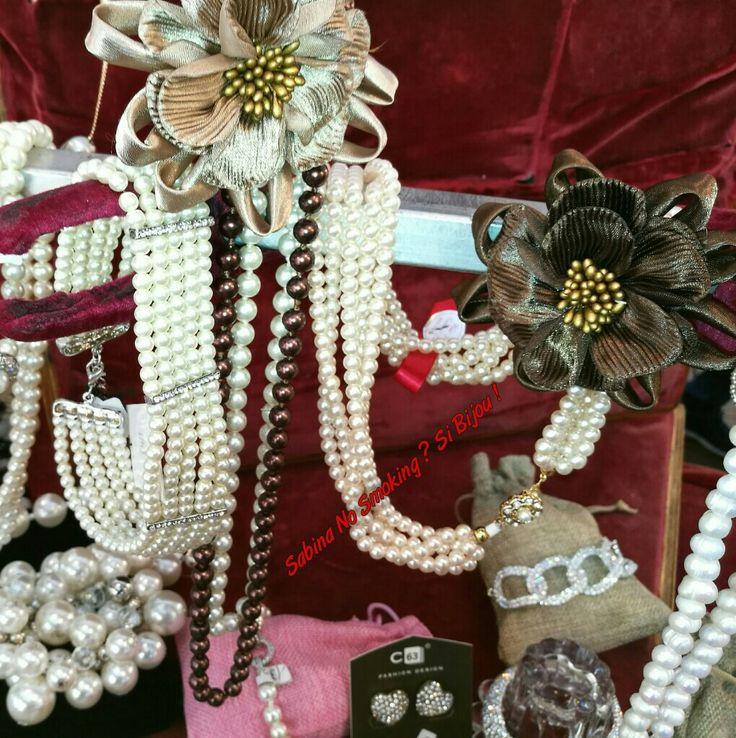 Collane di perle....i Girocollo e lunghe Vetrina #sabinanosmokingsibijou #viamilano52 Cesenatico