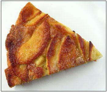 Deze taart is niet moeilijk om maken maar bijzonder lekker! Je kan deze taart warm, lauwwarm of koud eten. 3 eieren enkele druppeltjes vanille-aroma 30 g boter 120 g suiker 3 g bakpoeder 100 g bloem 1 appel en een halve Klop de eieren los, meng er de suiker en vanille-aroma onder. Smelt de boter …