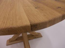 Kulatý stůl - kartáčovaný dub