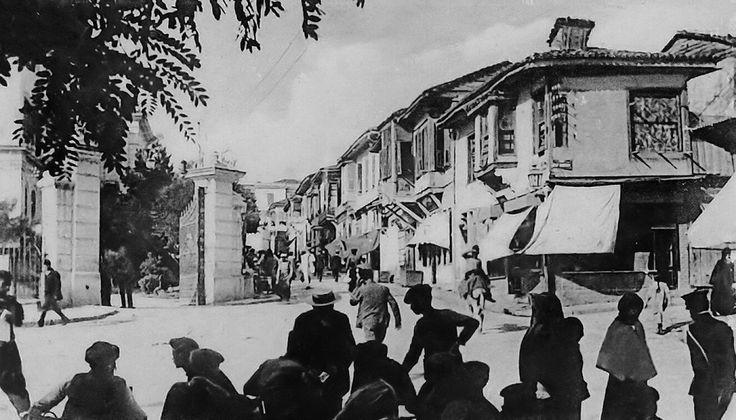 Μπροστά στο Διοικητήριο (αρχές της δεκαετίας του 1910)