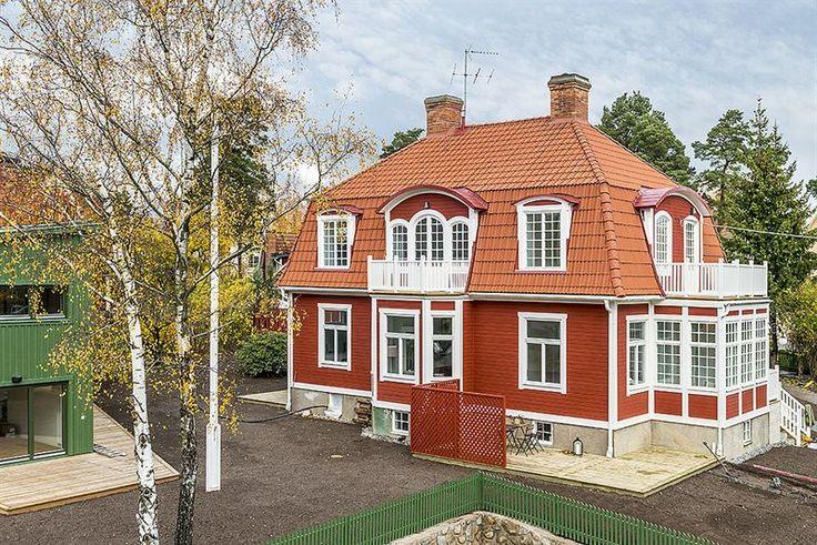 Lägenhet 2B är belägen överst i villan...