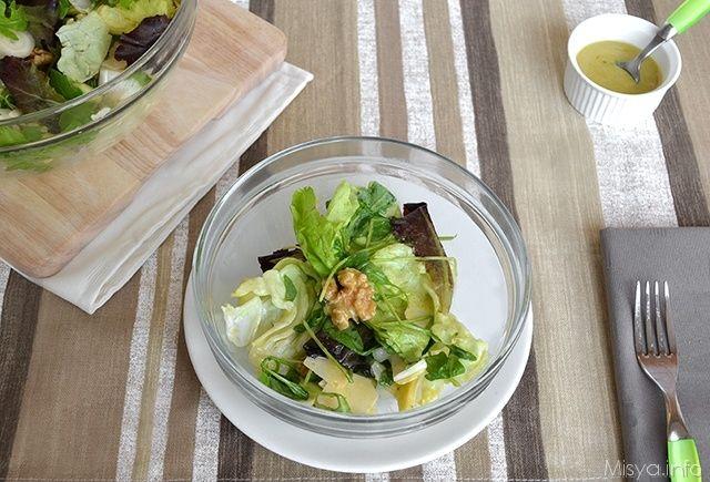 Insalata di mele noci e grana, scopri la ricetta: http://www.misya.info/2012/11/17/insalata-di-mele-noci-e-grana.htm