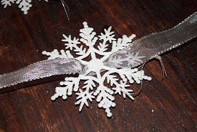 how to cut out snowflakes out of paper