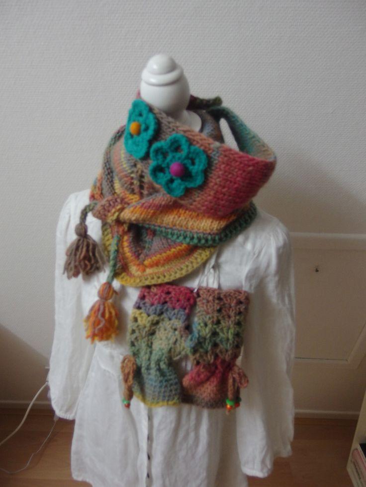 CHECHE CHALE EN LAINE MULTICOLORE AVEC SES MITAINES : Echarpe, foulard, cravate…