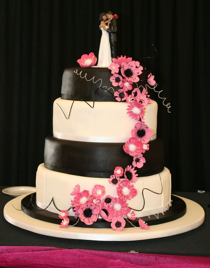 Black & White Wedding Cake, Black & White Wedding Cake whit pink flowers and a couple on top