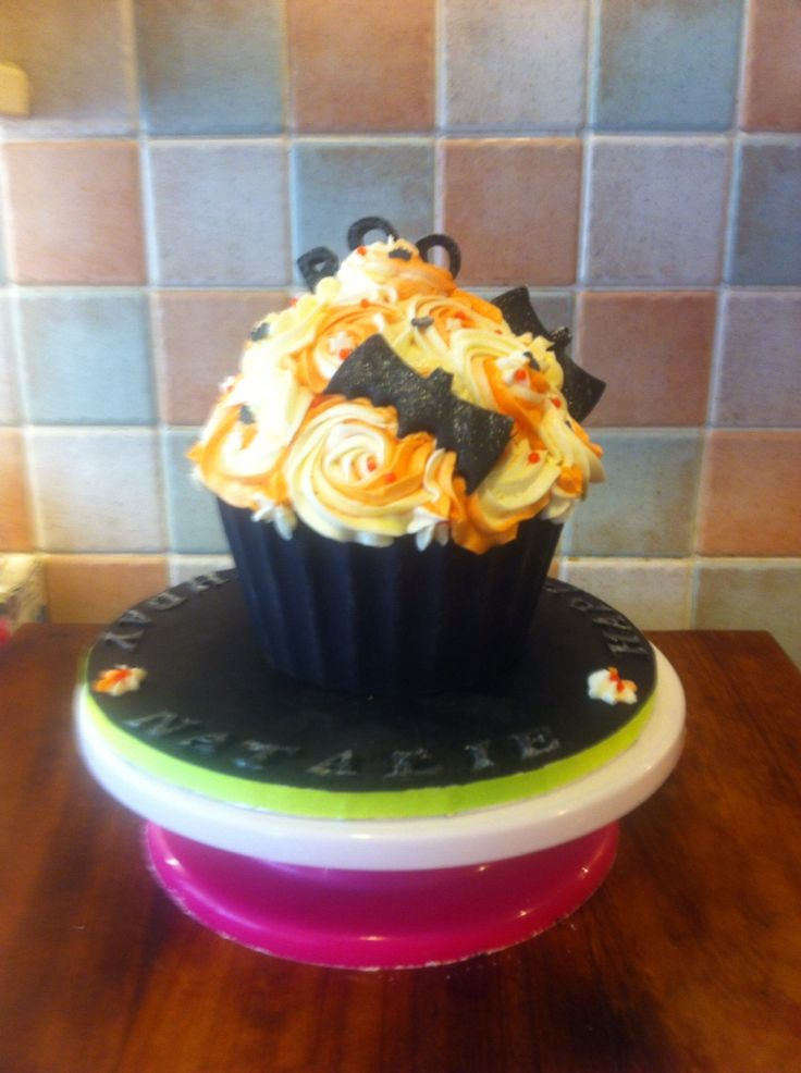 Halloween giant cupcake natalie