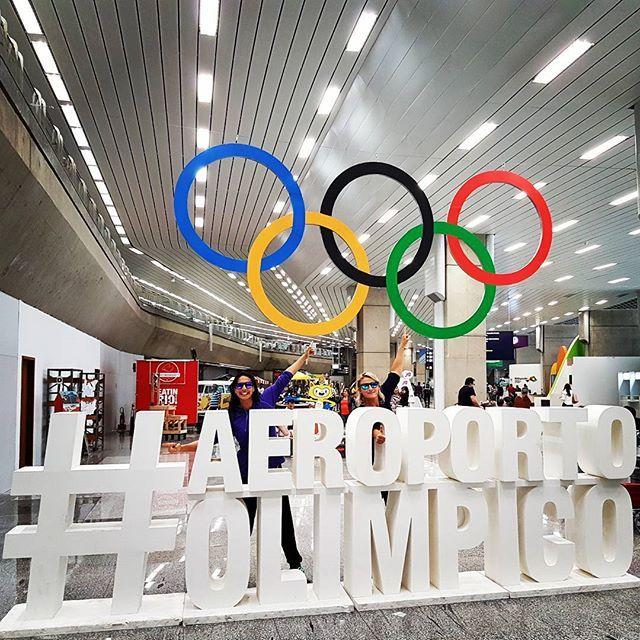 #aeroportoOlympico #viniciusphotobomber  #Olympicmascot #powerpose #rio2016…