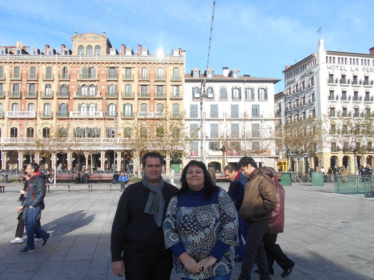 """La Plaza del Castillo (Gazteluko Plaza en euskera) es una plaza pública situada en el centro de la ciudad de Pamplona (Navarra), España. Desde su construcción la plaza se convirtió en el centro neurálgico de la vida social pamplonesa y en uno de los iconos más reconocibles de la ciudad, siendo hoy en día todavía escenario de importantes acontecimientos de la misma, por lo que suele ser habitual referirse a ella como """"el cuarto de estar"""" de todos los pamploneses."""
