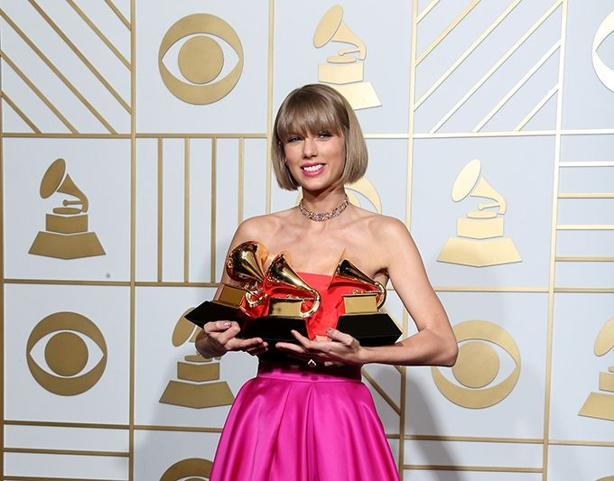 Taylor Swift, Selena Gomez Freak Out on 'Bad Blood' Music Video Grammy Win [WATCH] : Buzz : Music Times