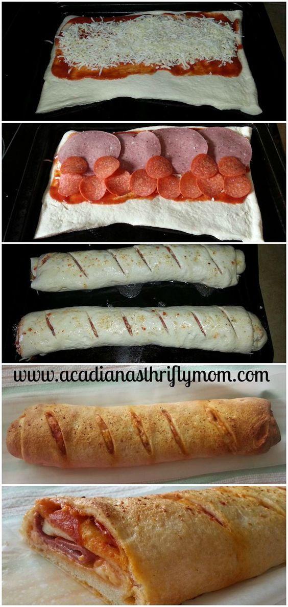 Stromboli, verrukkelijk. Voor de vulling gebruikte ik pastasaus 9 plakjes salami, 2 plakjes pancetta, uienringen en 3 plakjes cheddarkaas. Op de Stromboli Italiaanse kruiden. 18 minuten op 195 graden.