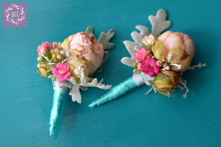 #artemi #florist #floralart #floraldesign #floralartist #weddings #weddingday #slub #wesele #dekoracje #decorations #weddingdecorations #weddinddecor #flowers #flowersdecor #weddingflowers #bride #groom #forbrideandgroom #pastels #mint #turquoise #pink #butonierka #butonierki #przypinka #buttonhole #buttonholes #forhim #forgroom #groom #weddingdetails #littledecor
