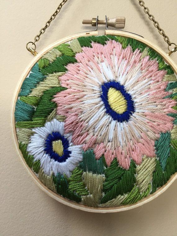 Aro bordada de floración de primavera por TessaPerlowInc en Etsy