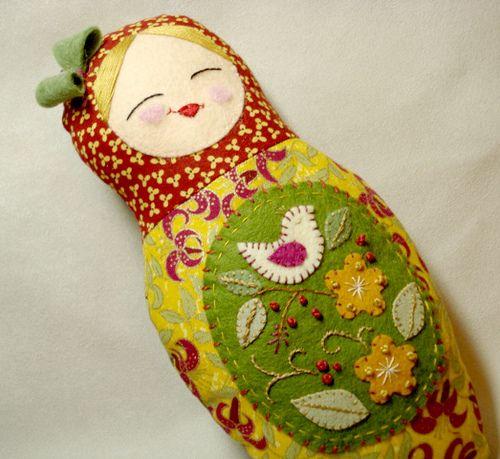 Folk art style matryoshka doll | Flickr: Intercambio de fotos