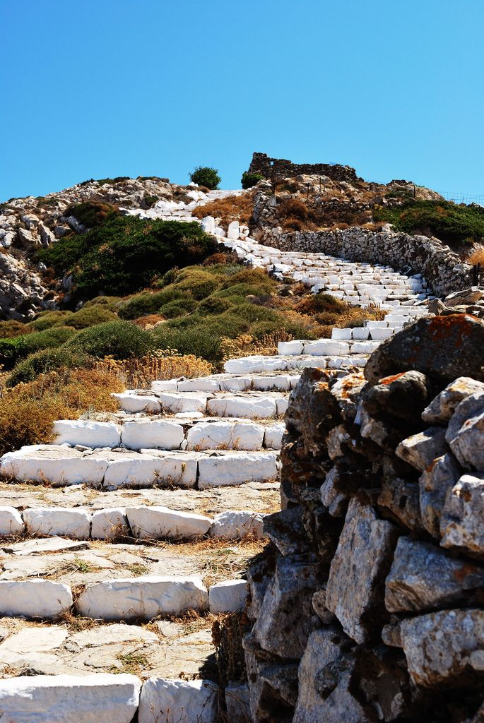 The steps up to Sikinos castle.