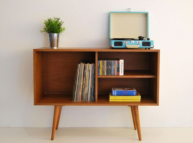 Midcentury-style storage unit by Moutinho Store