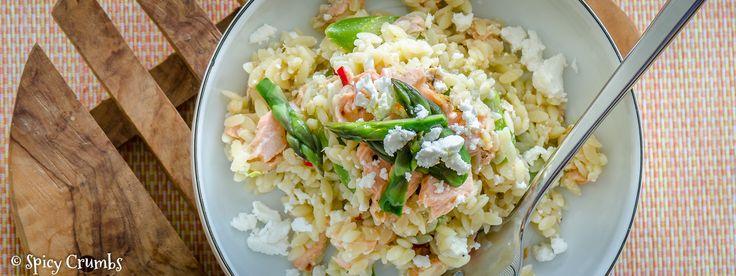 Těstovinový salát s chřestem a pečenou rybou
