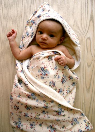 diy-baby-projects- Hooded Baby Towel by Molly's Sketchbook from the Purl Bee  This bath set is especially cute when made with Kokka fabrics, like Molly chose.