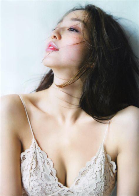 女性らしさと細さの両立♡「やわらか」松島花の美ボディの秘訣 - Locari(ロカリ)