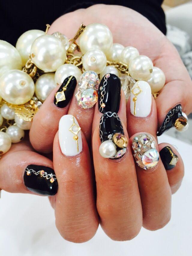 black nail. #blacknail #gelnail #nail #cool #black #kirakira #kawaii #ブラックネイル #黒 #黒ネイル #ネイル #キラキラ #派手
