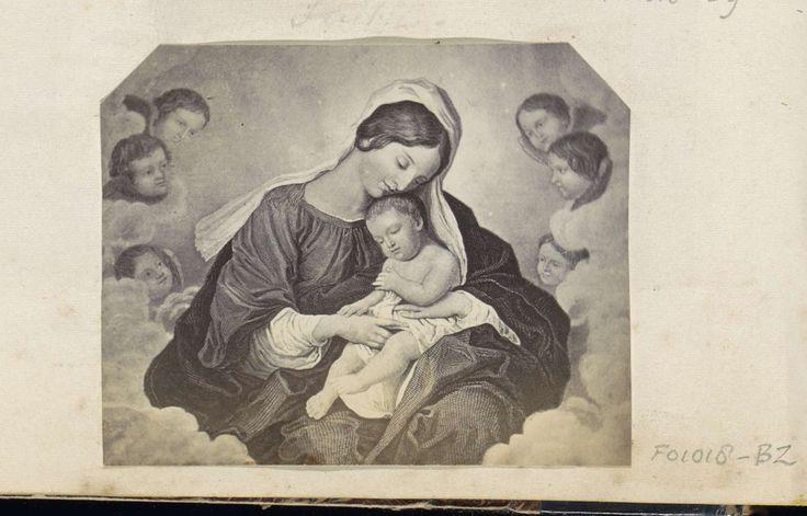 Anonymous | Fotoreproductie van (vermoedelijk) een prent met Maria en het kind Jezus omringd door engelen, Anonymous, c. 1860 - c. 1870 | Onderdeel van Engels familiealbum met foto's van personen, reizen, cricket en kunstwerken.
